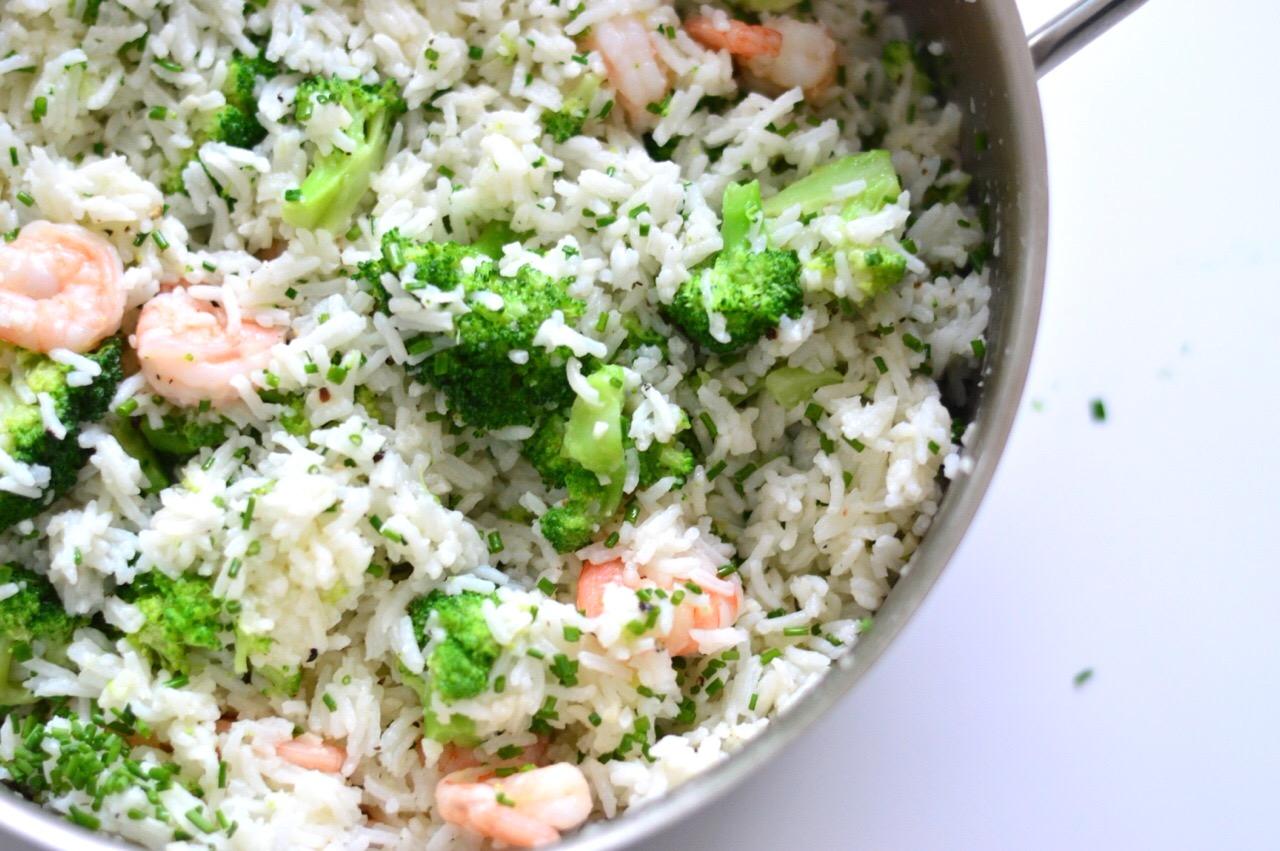 garlic prawns recipe with rice and veggies